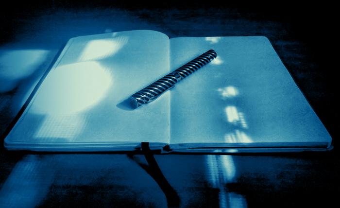 Libreta con página en blanco por falta de inspiración