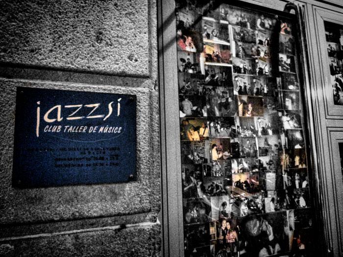 Entrada del JazzSi Club, taller de músicos