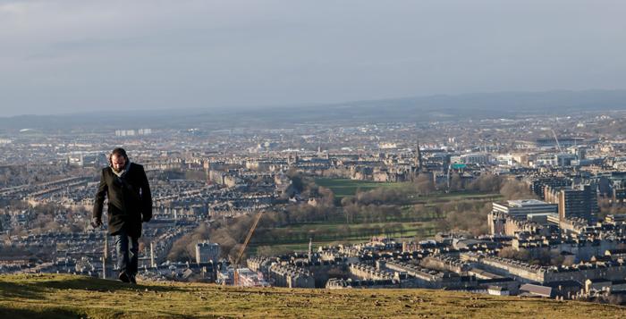 Foto de Fernando D. Umpiérrez en las colinas de Edimburgo