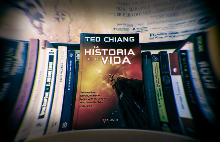 Imagen de portada del libro de Ted Chiang, La historia de tu vida